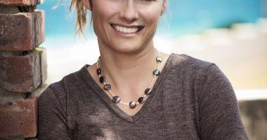 Dr Adriana Marais
